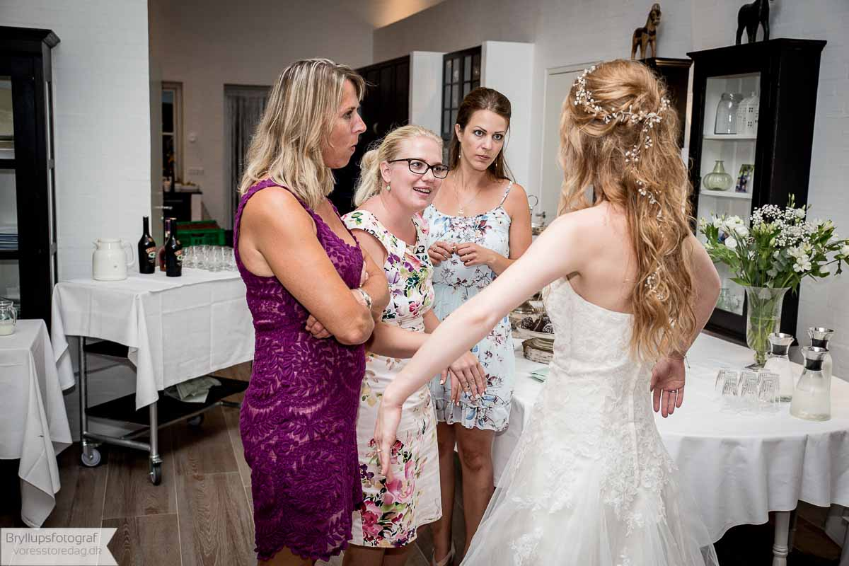 Using Family To Video Your Wedding